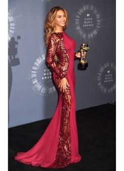 36-Beyonce-at-the-VMAs2014