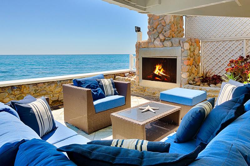 New-England-Beach-House-Malibu-designrulz-3